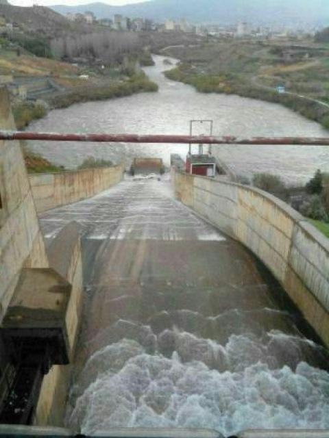 مرحله نخست رهاسازی آب سد مهاباد در استان آذربایجان غربی به سمت دریاچه ارومیه